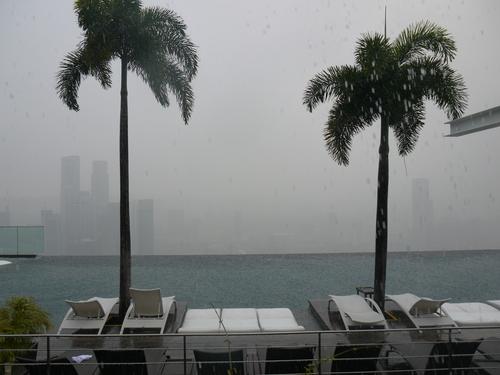 シンガポールへの旅(5)―マリーナ・ベイ・サンズ、プール_e0123104_6213398.jpg