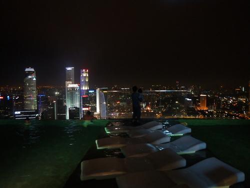 シンガポールへの旅(5)―マリーナ・ベイ・サンズ、プール_e0123104_6243947.jpg
