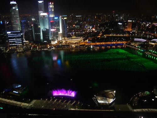 シンガポールへの旅(5)―マリーナ・ベイ・サンズ、プール_e0123104_6311361.jpg