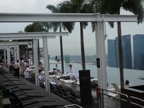 シンガポールへの旅(5)―マリーナ・ベイ・サンズ、プール_e0123104_6381096.jpg