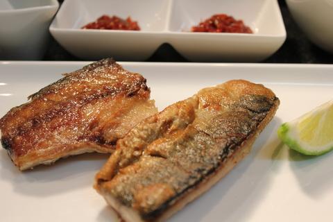 東大門の食堂みたいに、韓国風焼き魚定食_a0223786_12501026.jpg