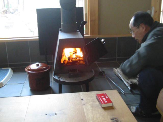 薪ストーブの暖かさ_a0147436_1603763.jpg