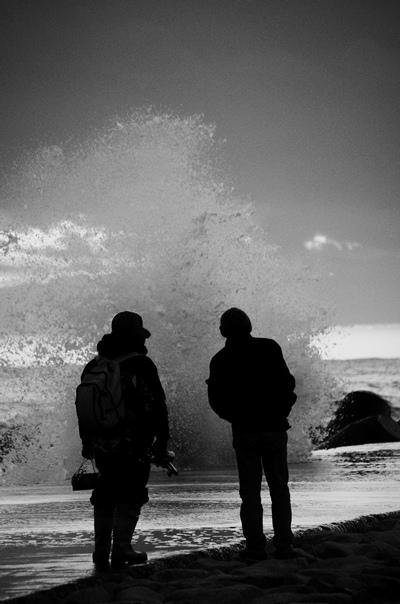 打ち寄せる波をモノクロで_d0116804_1116683.jpg