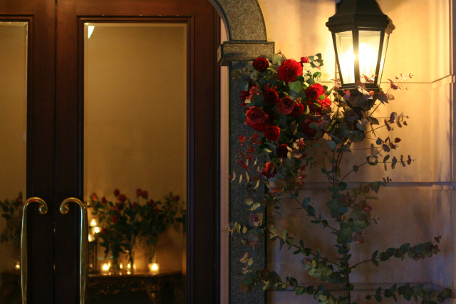 ワインレッドの冬の装花 シェ松尾青山サロン様へ_a0042928_178402.jpg