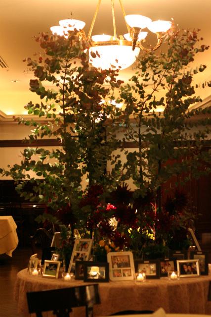 ワインレッドの冬の装花 シェ松尾青山サロン様へ_a0042928_179236.jpg