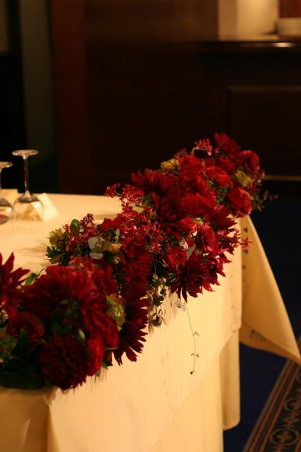 ワインレッドの冬の装花 シェ松尾青山サロン様へ_a0042928_179815.jpg