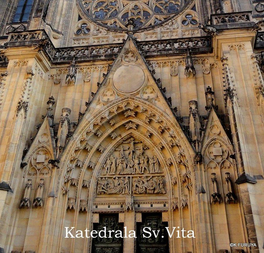 プラハ 2  聖ヴィート大聖堂に感動!_a0092659_15505629.jpg