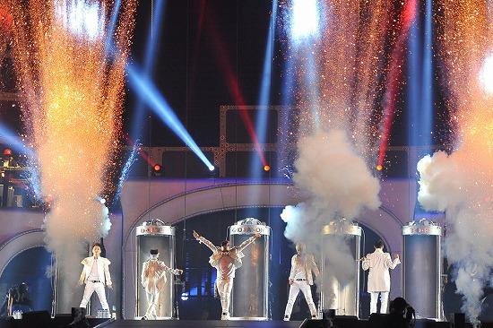 BIGBANG ワールドツアー日本公演最終日にジャンポケ斉藤扮するU.ZAIがサプライズ登場_e0197970_15222280.jpg