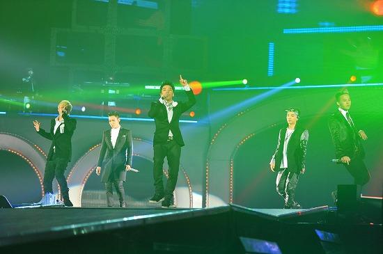 BIGBANG ワールドツアー日本公演最終日にジャンポケ斉藤扮するU.ZAIがサプライズ登場_e0197970_152315.jpg