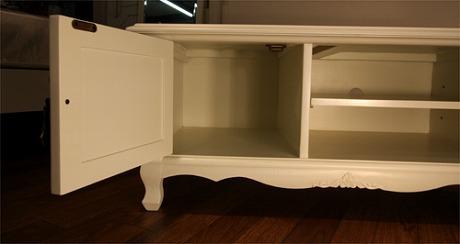 エレガントなホワイトカラーの輸入家具ご紹介~_f0029571_18442595.jpg