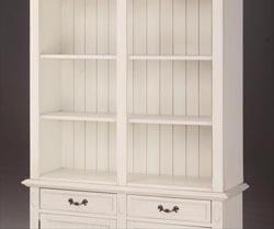 エレガントなホワイトカラーの輸入家具ご紹介~_f0029571_19101855.jpg
