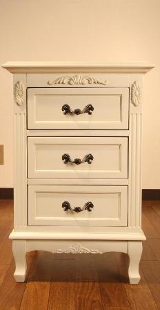 エレガントなホワイトカラーの輸入家具ご紹介~_f0029571_19562763.jpg