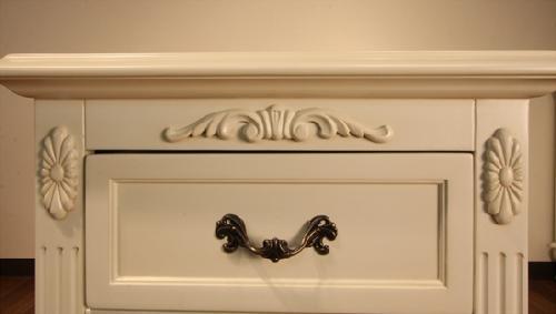 エレガントなホワイトカラーの輸入家具ご紹介~_f0029571_19565182.jpg