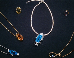 2013/1/23-1/28 -抒情歌を描く・伝統の宝石と洋服- 武生弘子作品展_e0091712_717749.jpg