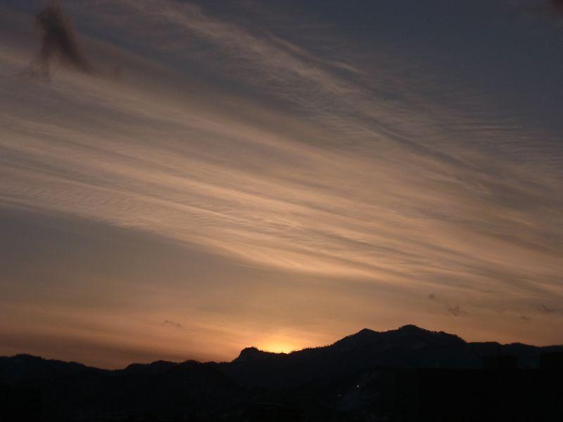 雲を見て季節の移り変わりを感じる_c0025115_201140.jpg