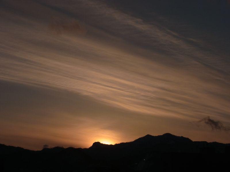 雲を見て季節の移り変わりを感じる_c0025115_201581.jpg