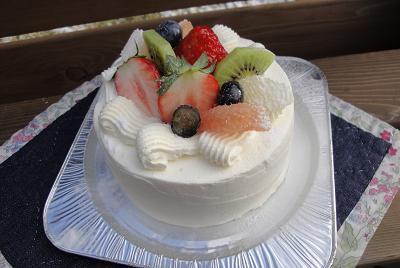 明日のケーキのご紹介♪_e0170128_8284315.jpg
