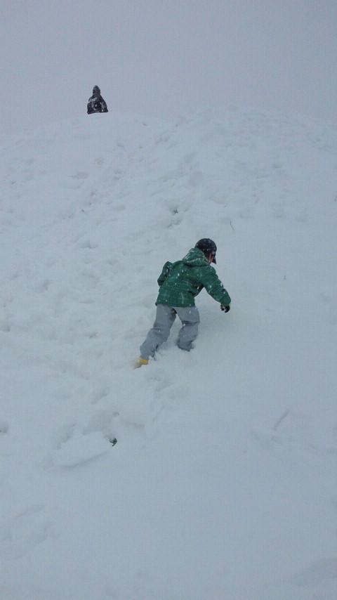 雪の日の遊び方☆ばばばあちゃんの「そりあそび」_e0160269_6242949.jpg