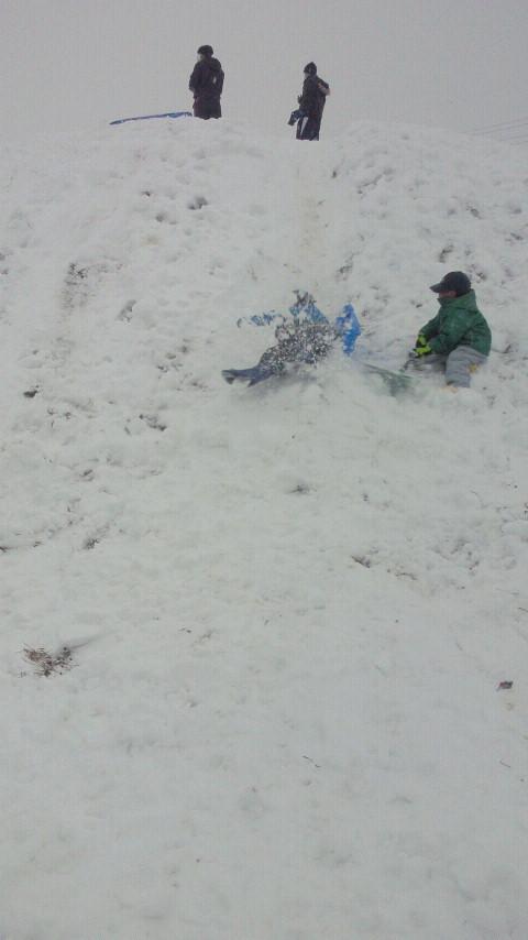 雪の日の遊び方☆ばばばあちゃんの「そりあそび」_e0160269_6252184.jpg