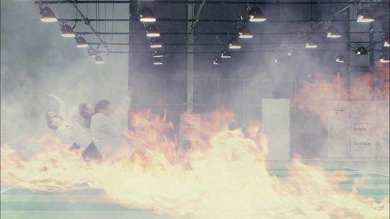SCANDAL 幻のライヴ曲「プレイボーイ」のミュージックビデオが完成_e0197970_133933.jpg