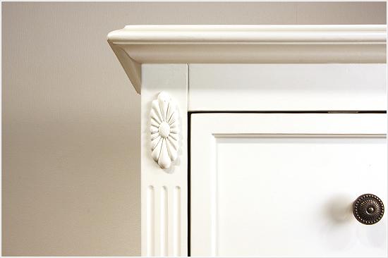 エレガントなホワイトカラーの輸入家具ご紹介~_f0029571_15582625.jpg