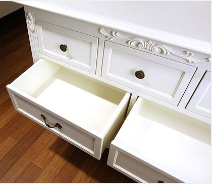 エレガントなホワイトカラーの輸入家具ご紹介~_f0029571_1558362.jpg