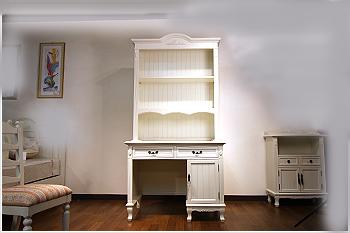 エレガントなホワイトカラーの輸入家具ご紹介~_f0029571_17204234.jpg