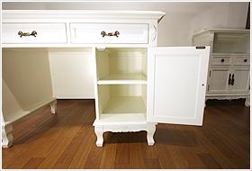 エレガントなホワイトカラーの輸入家具ご紹介~_f0029571_17219100.jpg