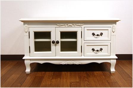 エレガントなホワイトカラーの輸入家具ご紹介~_f0029571_17395581.jpg