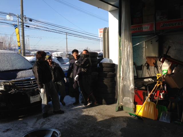 朝礼 開店準備中 ハマー ランクル トミー 札幌_b0127002_9443352.jpg