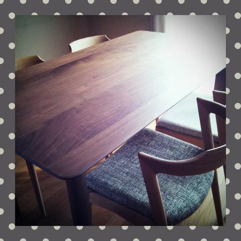 くるみの木のテーブル_f0073070_3111772.jpg