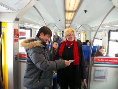 ミュンヘン地下鉄切符切り_e0054299_443072.jpg