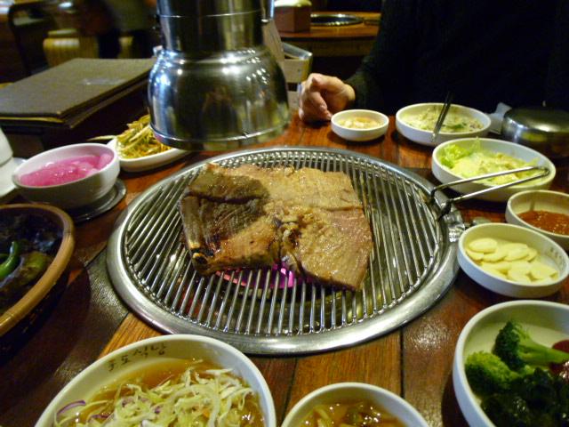 2012 年末ソウル⑦ ポド食堂で炭火焼きテジカルビ_d0285416_0304353.jpg