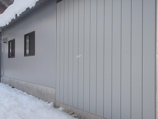 加工所下屋の壁が出来上がりました。_a0256619_20532080.jpg