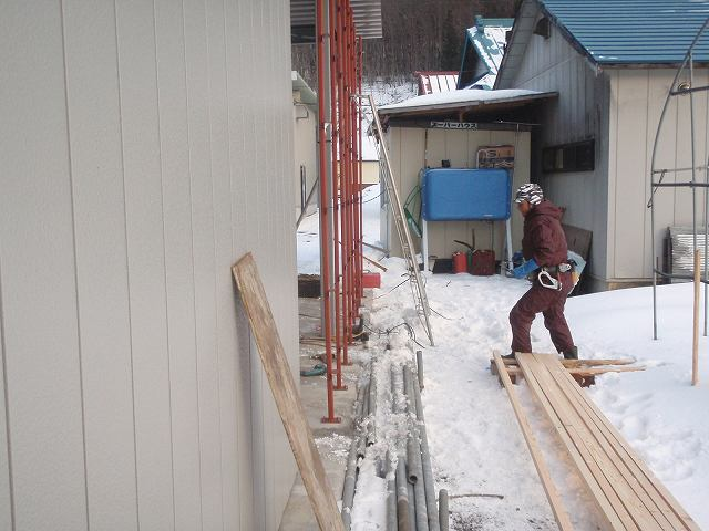 加工所下屋の壁が出来上がりました。_a0256619_2105490.jpg