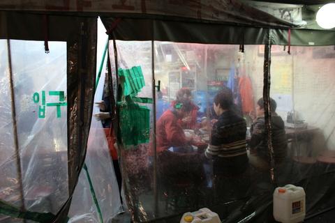 ソウルで、おいしいカムジャタン屋さん、「テジョカムジャグッ」_a0223786_9562432.jpg