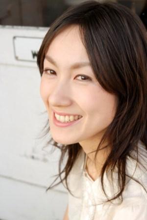 明日(1/21・月)は、映画「フラガール」のテーマソングを歌う「照屋実穂さん」Liveです!_d0115919_1839377.jpg