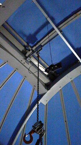 望遠鏡搬入のためのクレーン_c0061727_1344635.jpg