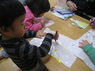 くま組 凧作りと凧揚げ_c0151262_16311943.jpg