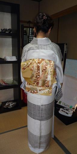 野田淳子さん・こくたさん着物・熨斗模様の刺繍帯。_f0181251_16412338.jpg