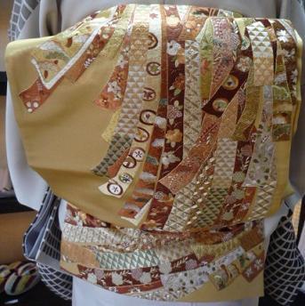 野田淳子さん・こくたさん着物・熨斗模様の刺繍帯。_f0181251_16421238.jpg