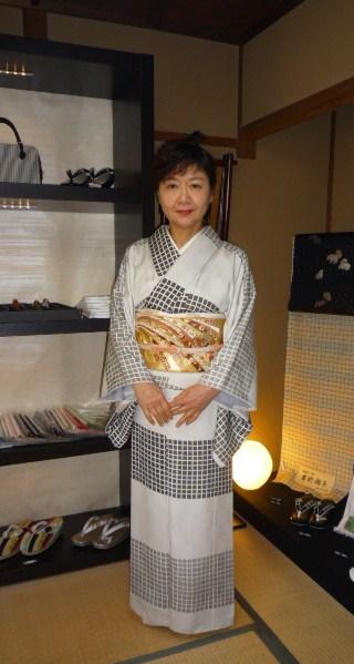 野田淳子さん・こくたさん着物・熨斗模様の刺繍帯。_f0181251_1761942.jpg