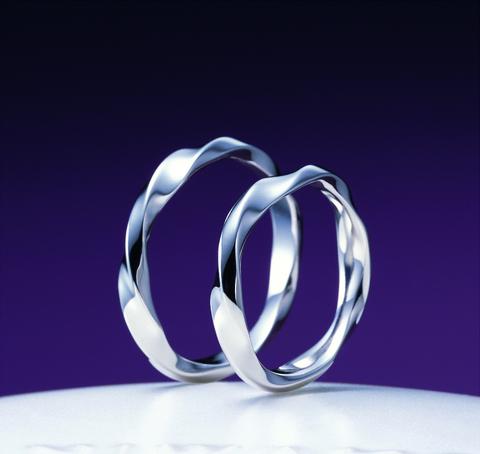 指輪の存在は、今日の幸せを蜃気楼で終わらせないのです。~俄の婚約指輪のエピソード~_f0118568_072596.jpg