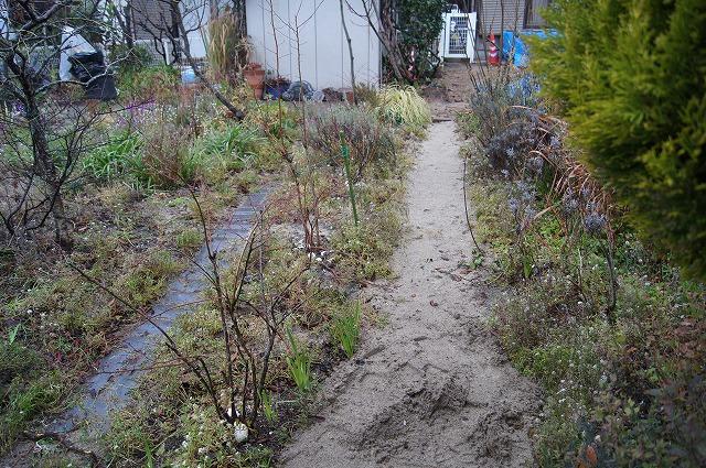 庭の工事 6_e0181373_212126.jpg