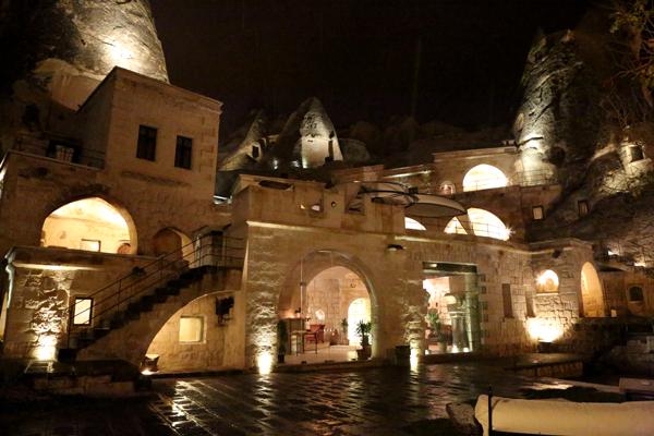 トルコ旅行   ギョレメの洞窟ホテル_e0154202_1658204.jpg