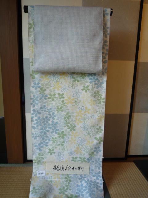綺麗な桜の絵がすり紬を八寸帯でコーディネイト。_f0181251_18453844.jpg