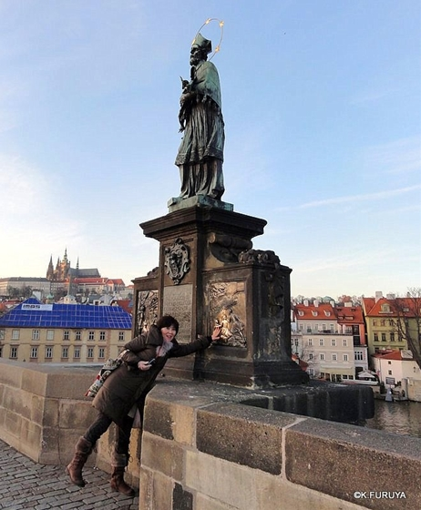 プラハ 7   カレル橋はいつも満員!_a0092659_22495195.jpg