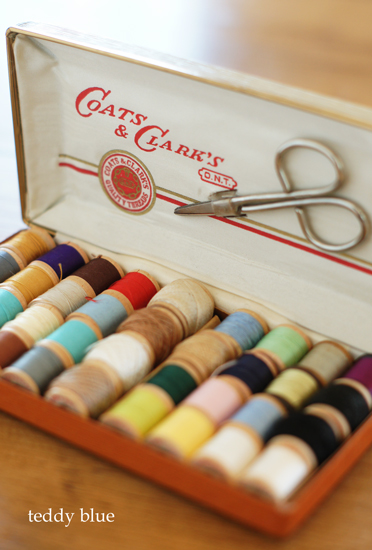 vintage sewing kit  ヴィンテージのソーイングセット_e0253364_21144232.jpg