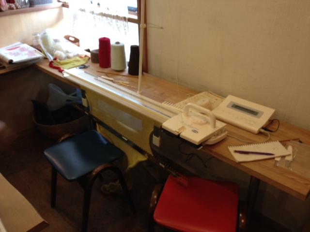 編み物教室はじまりました_a0141184_1865235.jpg