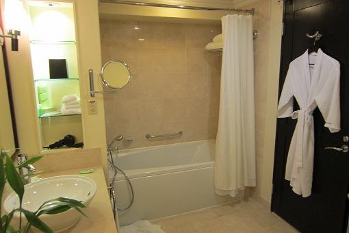 グアム旅行記-2 ウェスティン リゾート グアム パーシャルオーシャンビュー 1930号室_e0160595_2232219.jpg
